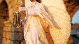 פסל חי מלאך מנגן